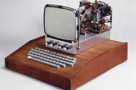 Monitory Apple — przerwana droga do doskonałości - Z oficjalnego punktu widzenia, to nie był pierwszy monitor Apple. Jednak był to pierwszy monitor, jaki można było dołączyć do Apple I.