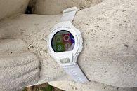 Alcatel Go Watch nie wygrał ze Swatchem, ale i tak go lubię - Ekran Go Watch ma nie tylko przyzwoite kolory, ale zapewnia bardzo przyzwoite kąty widzenia.