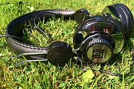 Słuchawki UNITRA SN-30 – współczesne retro - Gniazdo głośnika i niezbyt skomplikowany system regulacji słuchawek.