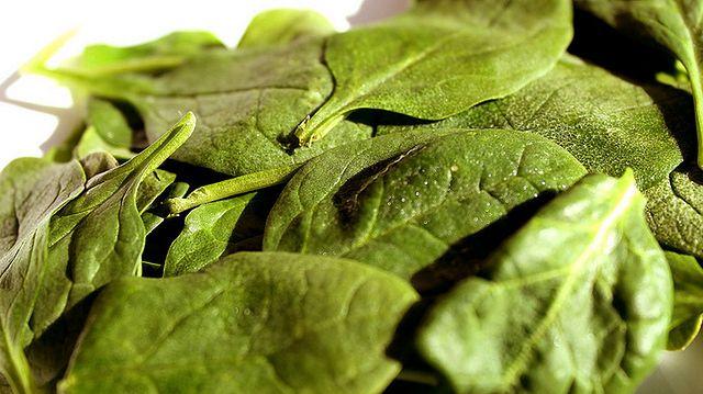 Bazuj na warzywach zielonoliściastych