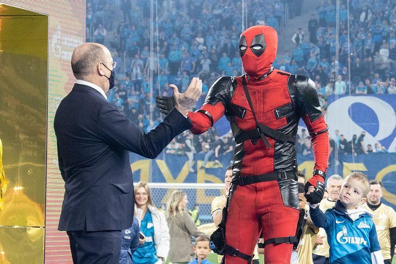 Gwiazda reprezentacji Rosji znów szokuje. Tak jeszcze nikt nie odebrał medalu