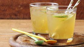 Skuteczny napój na wzdęcia i zaparcia. Składniki masz w domu (WIDEO)