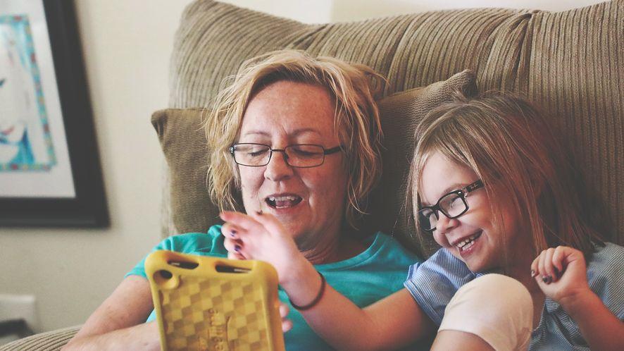 Dajesz dziecku smartfon? Zadbaj więc o jego bezpieczeństwo, a także o swoje dane