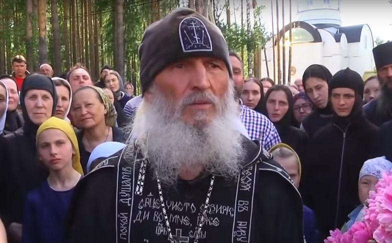Rosja. Były mnich okupował klasztor. Pokazano nagranie z akcji komandosów