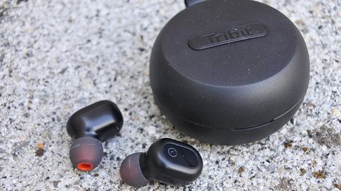 Bezprzewodowe dźwięczne-fasolki Tribit FlyBuds 1