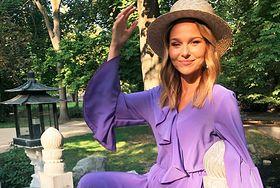 STYLOWE MAMY: Paulina Sykut-Jeżyna w lawendowej sukience zwiastuje jesienne modowe trendy