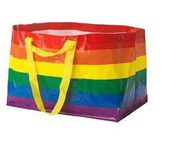 Polska. Tęczowa torba znów w IKEA. Cały dochód pójdzie na szlachetny cel