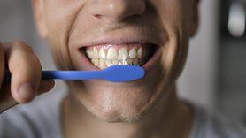 Nie myjesz zębów? Możesz mieć problemy z erekcją (WIDEO)