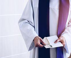 Emerytury księży rosną szybciej niż zwykłych obywateli. Podwójna waloryzacja