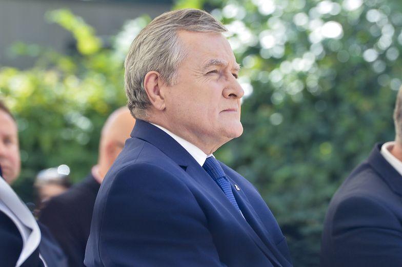 Piotr Gliński musi się tłumaczyć. Solidarna Polska poparła wniosek opozycji