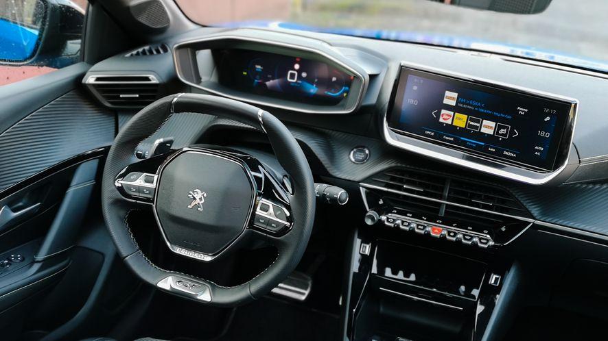 Wnętrze Peugeota 208 jest bardzo nowoczesne i nietypowe