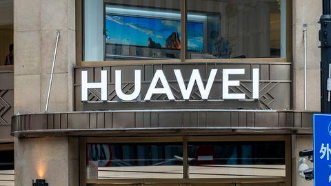 Koniec 5G od Huawei w Wielkiej Brytanii. Wszelkie nadajniki mają zostać rozebrane