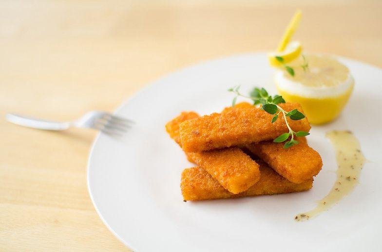 Domowe paluszki rybne. Szybki i smaczny pomysł na obiad
