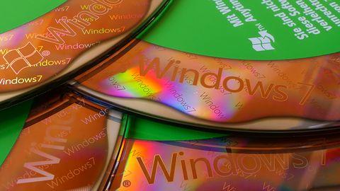 Windows 7 jako open source cd. Aktywiści wysłali do Microsoftu dysk twardy