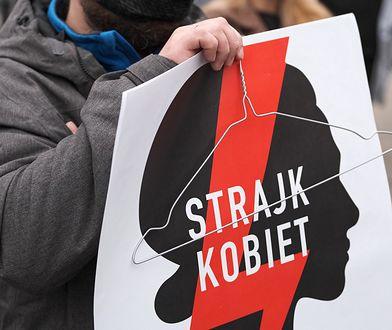 Strajk kobiet. Jest zawiadomienie do prokuratury w sprawie baneru na krzyżu na Giewoncie