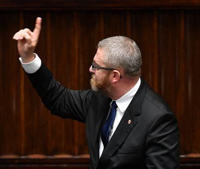 Skandaliczne zachowanie Grzegorza Brauna. Polityk PiS komentuje