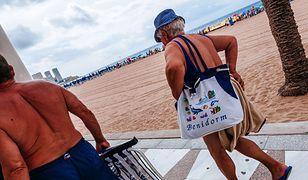 Seniorzy na wakacjach to coraz częstszy widok