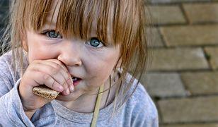 Ubogie dzieci potrzebują wsparcia. Włączając się w akcje społeczne, możesz odmienić ich los