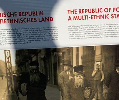 Polska ambasada w Berlinie powiesiła tablice z błędami
