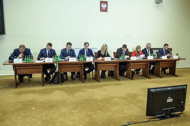 Członkowie komisji nieopatrznie odtworzyli nagranie z głosem agentki ABW