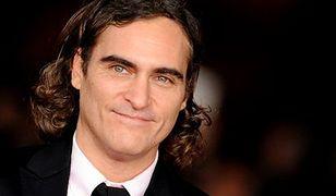 Joaquin Phoenix wrogiem Batmana i Supermana?