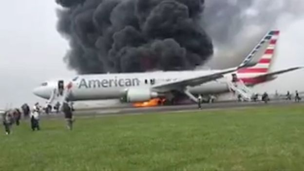 Pożar samolotu w Chicago. Na pokładzie znajdowało się 161 pasażerów