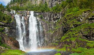 Wodospad Skjervsfossen jest sporą atrakcją turystyczną w regionie Granvin. W jego pobliżu zbudowano designerskie toalety