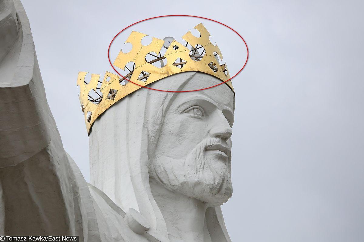 Internet z pomnika Jezusa w Świebodzinie. W koronie ukrytych jest kilkanaście komercyjnych anten