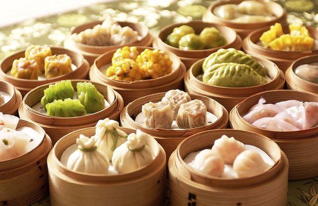 Kuchnia chińska ma różne odmiany. Pomimo tego, że zawsze w potrawach występuje duża ilość warzyw i przypraw, to różnią się one w zależności od regionu. Przepisy kuchni chińskiej