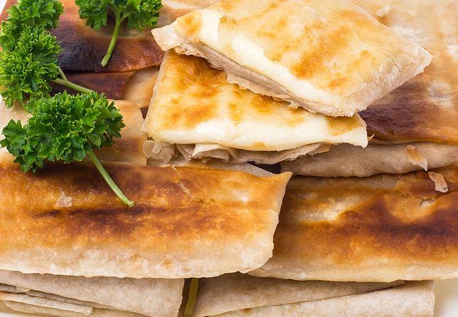Zawijas doskonale smakuje w towarzystwie surówki z kiszonej kapusty lub ze skwarkami