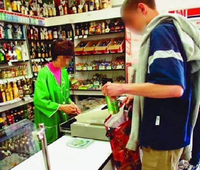 80% sklepów sprzedaje alkohol nieletnim!