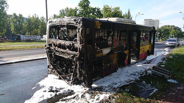 Tył autobusu doszczętnie spłonął