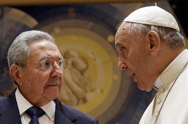 Raul Castro rozmawia z papieżem Franciszkiem