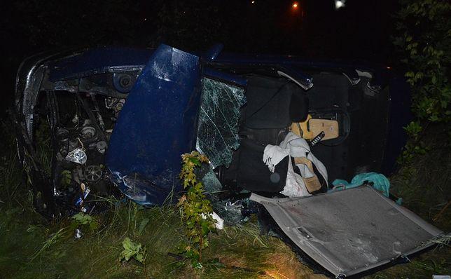 Wypadek pod Toruniem. 2-latek nie żyje, 3-latek jest ciężko ranny