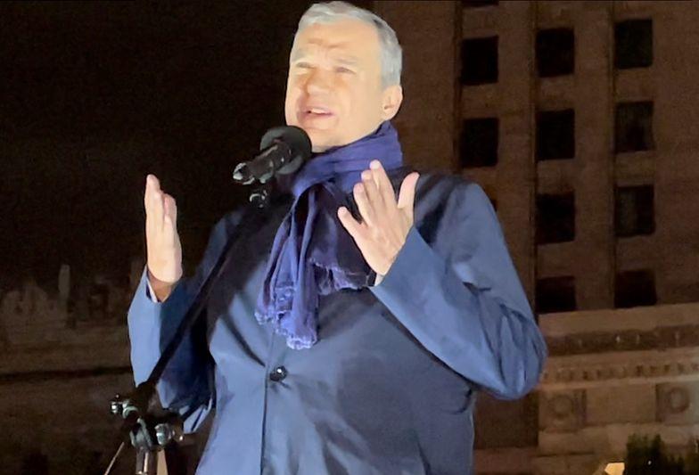 Zwrócił się do całego świata. Dramatyczny apel w centrum Warszawy