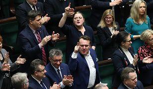 """Prof. Puzynina wskazuje, że """"w przestrzeni publicznej nasiliło się zamknięcie na kontakt z przeciwnikami politycznymi oraz posługiwanie się językiem nienawiści i pogardy"""". Eksplozję emocji często widać, niestety, podczas obrad Sejmu."""