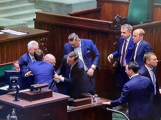 Poseł Robert Kropiwnicki zasłabł na sejmowej mównicy