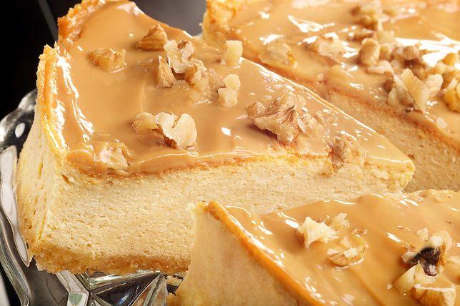 Gdy już wszystkie składniki są w kuchni, należy rozgrzać piekarnik do 150 stopni C