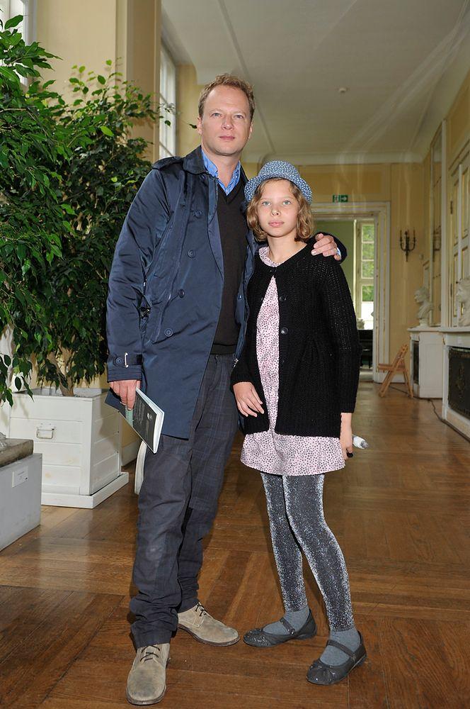 Maciej Stuhr ma dorosłą córkę. Jaka podobna!