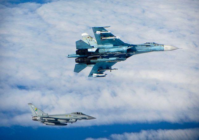 Rosja. Myśliwiec Su-27 zmusza odrzutowiec NATO do zmiany kursu. Zobacz wideo