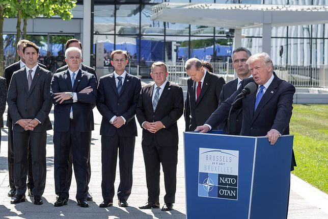 Donald Trump podczas szczytu NATO w Brukseli