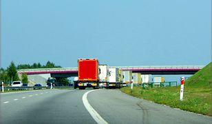 Tragiczny wypadek na A2 niedaleko Rzepina. BMW wbiło się w naczepę