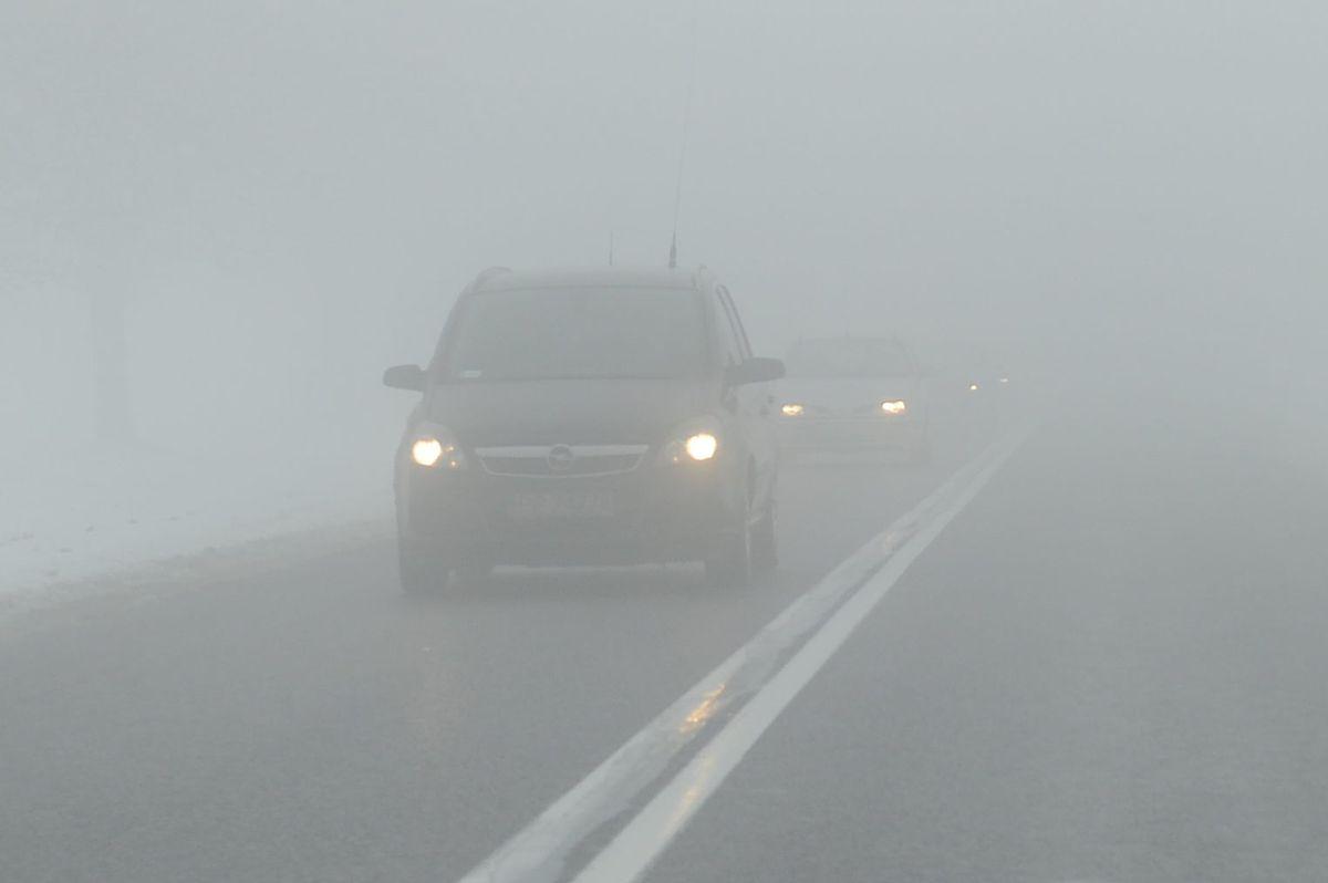 """""""Uważajcie na drogach"""". IMGW wydało ostrzeżenie"""