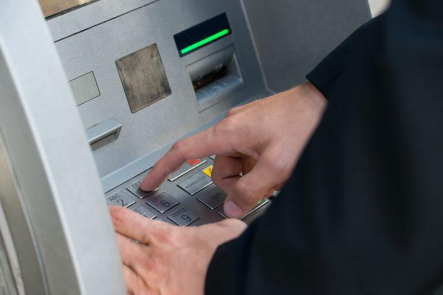 Klienci banku mówią nam, że wciąż są problemy z wykonywaniem transakcji