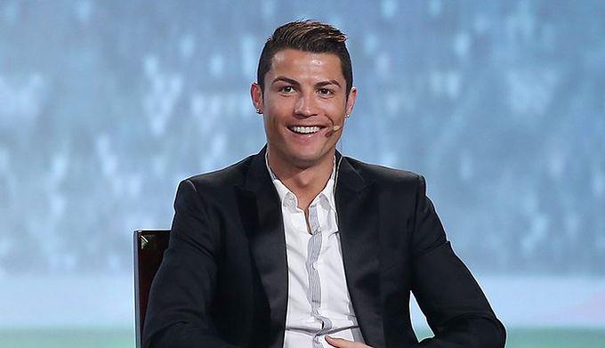 Nikt Tak Nie Pozuje Do Zdjęć Jak Ronaldo Idealna Fryzura Nawet Na
