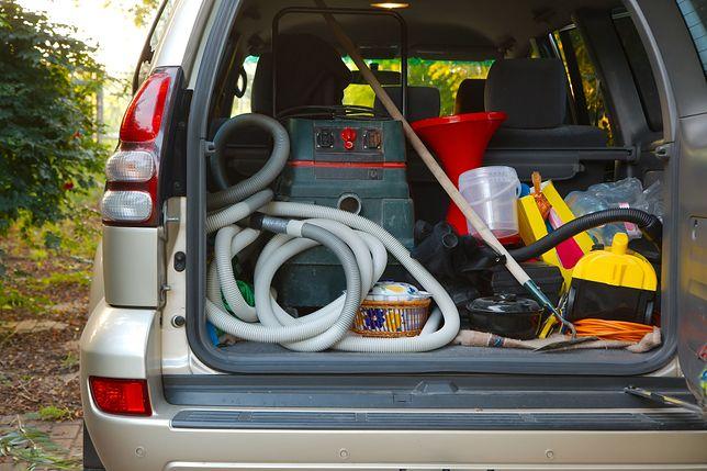 Bałagan w bagażniku to problem wielu kierowców