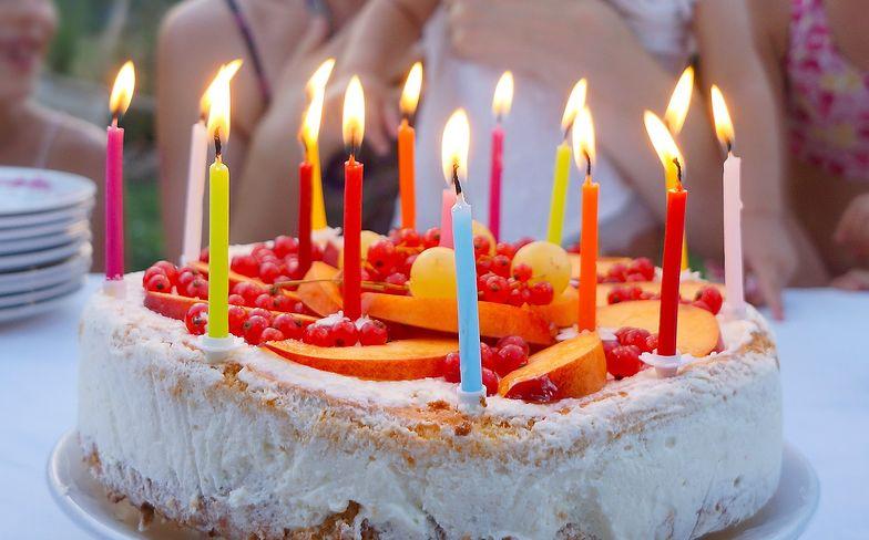 Życzenia urodzinowe. Krótkie i zabawne wierszyki