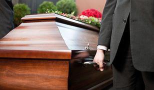 Narzeczeni zginęli w wypadku motocyklowym. Pochowano ich oddzielnie