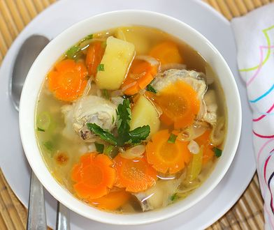 Zupa z kurczakiem, który został z poprzedniego obiadu.
