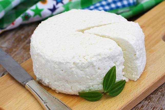 Twaróg czyli inaczej biały ser to produkt wytwarzany z mleka zaliczany do serów świeżych. Przepisy z twarogiem